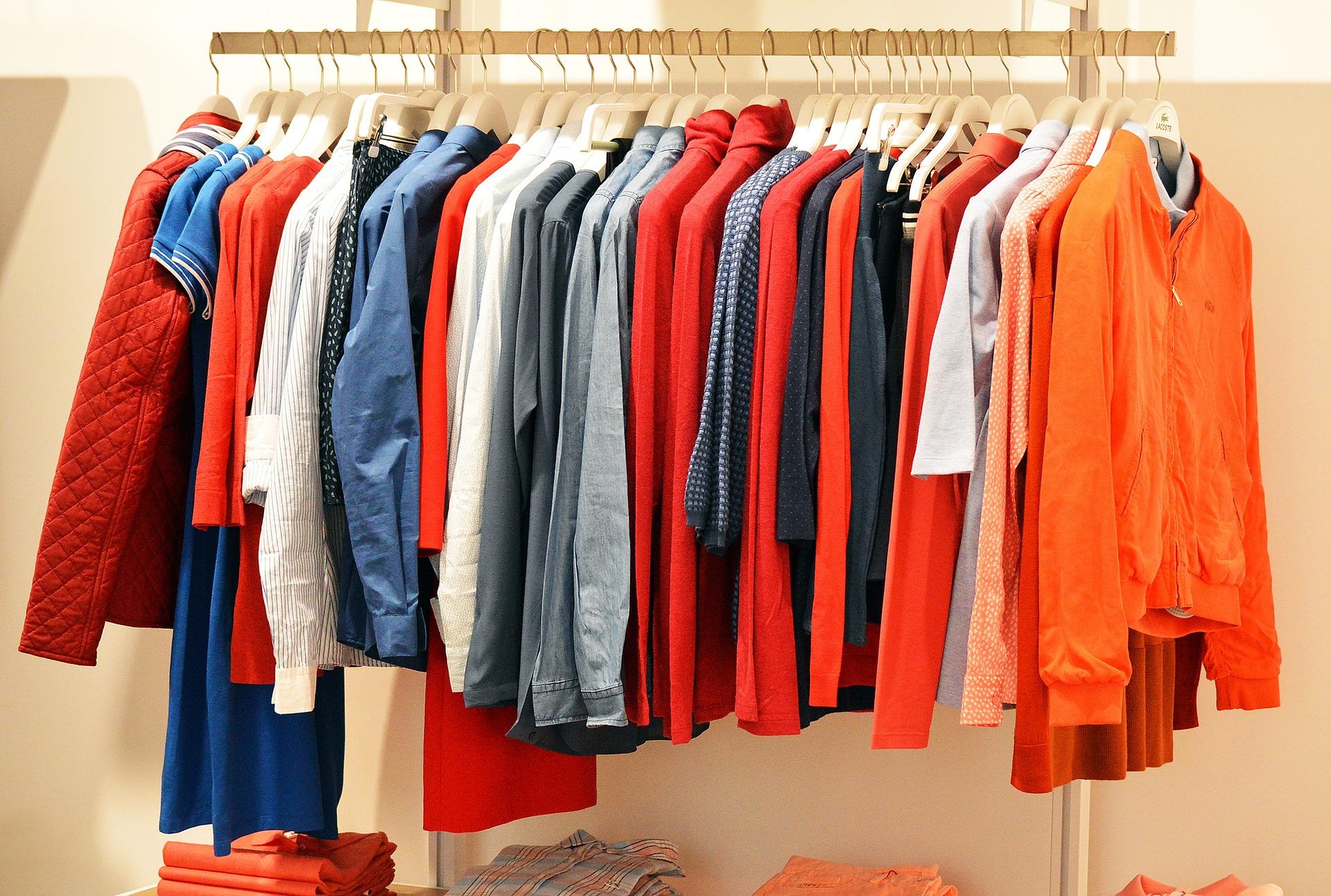 tanie sklepy z ubraniami